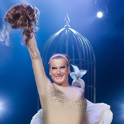 Richard Carlsohn som Zaza i La Cage aux Folles. Foto: Markus Gårder