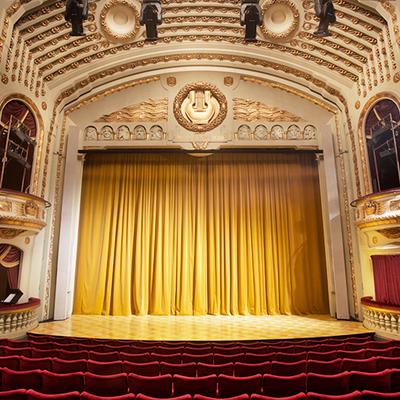 Scenen i Norrköpings teaterhus. Foto: Markus Gårder