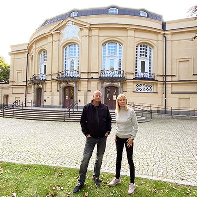 Kjell Samuelsson, förvaltare på Lejonfastigheter, och Berith Fornell, platsansvarig från Östgötateatern. Foto: Jeanette Söderwall