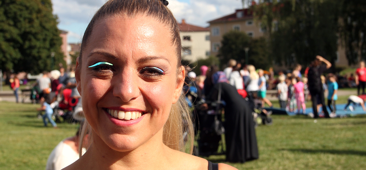 """""""Det gick jättebra!"""" - Cirkusartisten Magali Bancel tycker att det bästa är att träffa besökarna."""