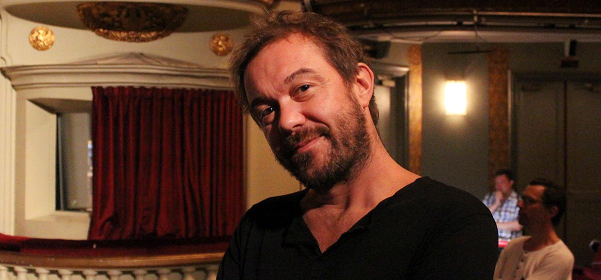 Vill sprida glädje och värme - Regissören Mattias Carlsson hoppas att publiken ska fyllas med kärlek.