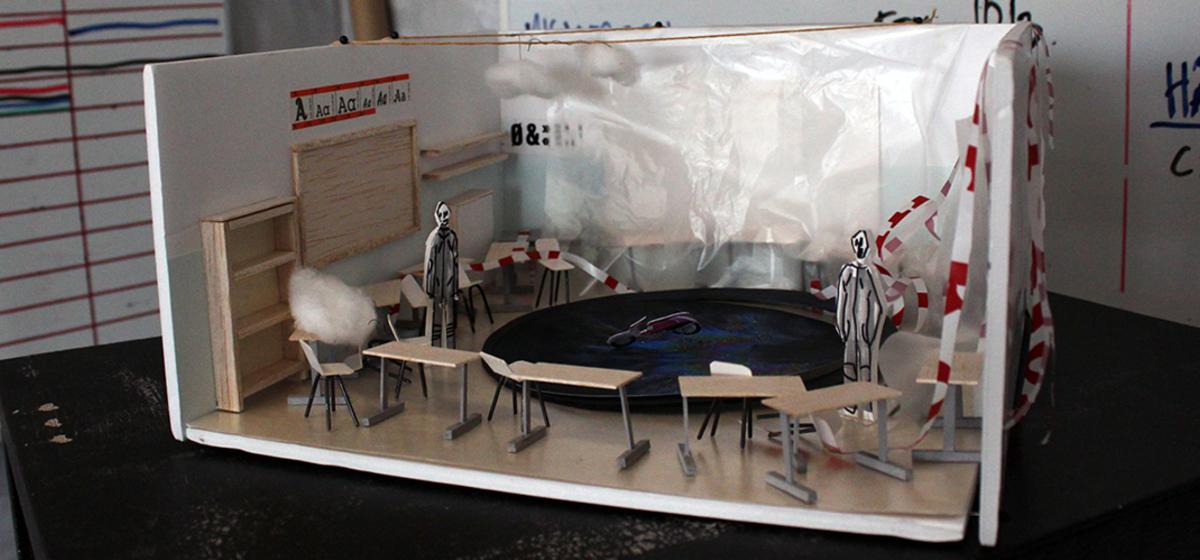 Scenografimodell - Scenografen Sofia Rombergs modell till klassrumsföreställningen Du gnisslar.